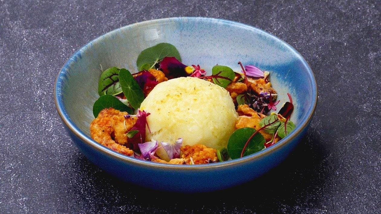 马铃薯泥球配热叻沙与咸蛋虾